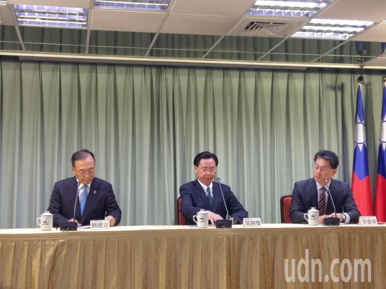 外交部長吳釗燮(中)今天宣布和薩爾瓦多斷交。記者徐偉真/攝影