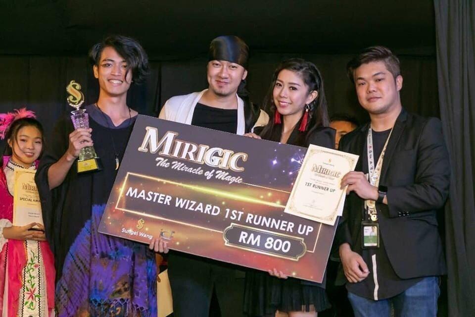 蔡謹丞(左)是第一屆「桃青之星」前20強培育人才,參加馬來西亞吉隆坡國際魔術大賽...