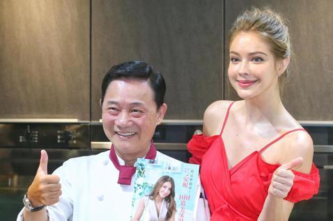 俄羅斯美女安妮今天發行新書「安妮的100道美味料理」,記者會現場上秀中菜廚藝煮一道海鮮炒雙脆,名廚阿基師也現身為她打氣,讓她二度激動落淚。