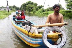 影/百年洪災當頭 印度婆羅門卻叫救援漁民「別碰我」