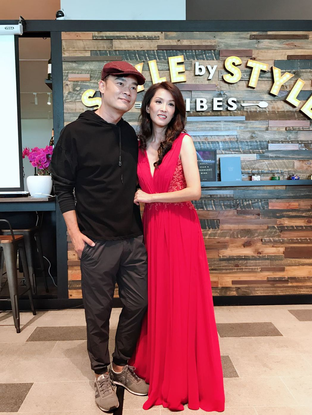 葉全真(右)與新加坡男星王沺裁合作演出「229明天見」。圖/星之國際提供
