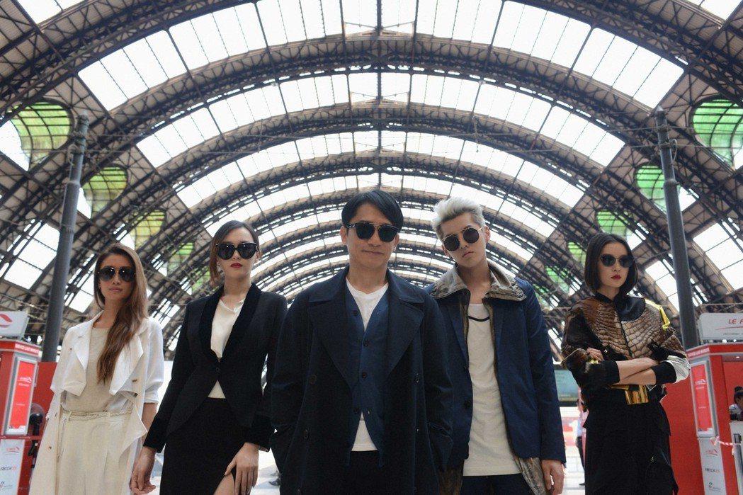 杜鵑(右起)、吳亦凡、梁朝偉、唐嫣組成高顏值特工團隊闖蕩歐洲。圖/華映娛樂提供