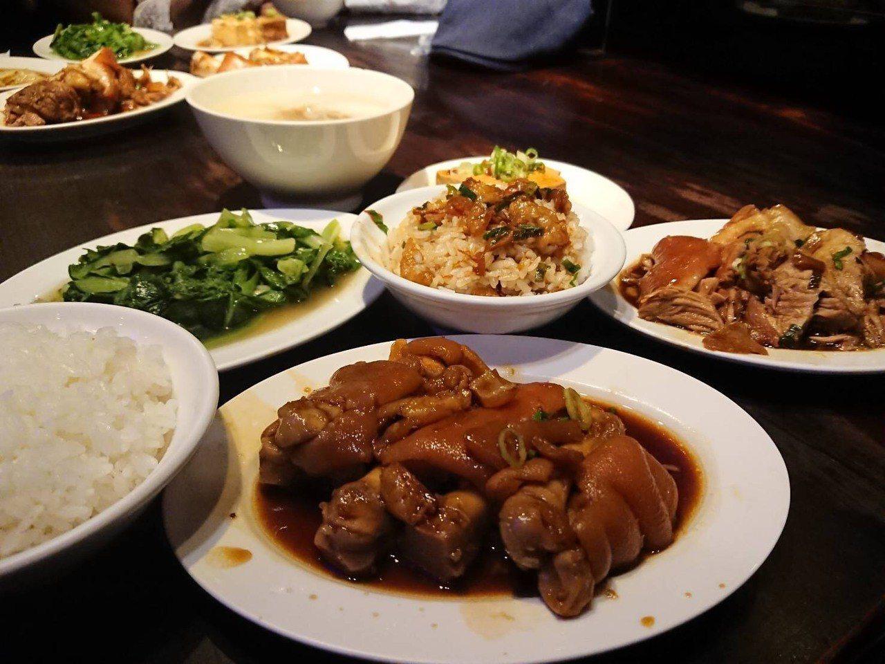 不只滷肉飯,富霸王的豬腳更是人氣熱賣商品。圖/網友魏萱萱授權使用