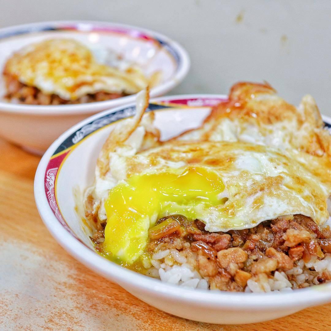 天天利美食坊的特色,就是半熟的荷包蛋。圖/網友evalin0326授權使用