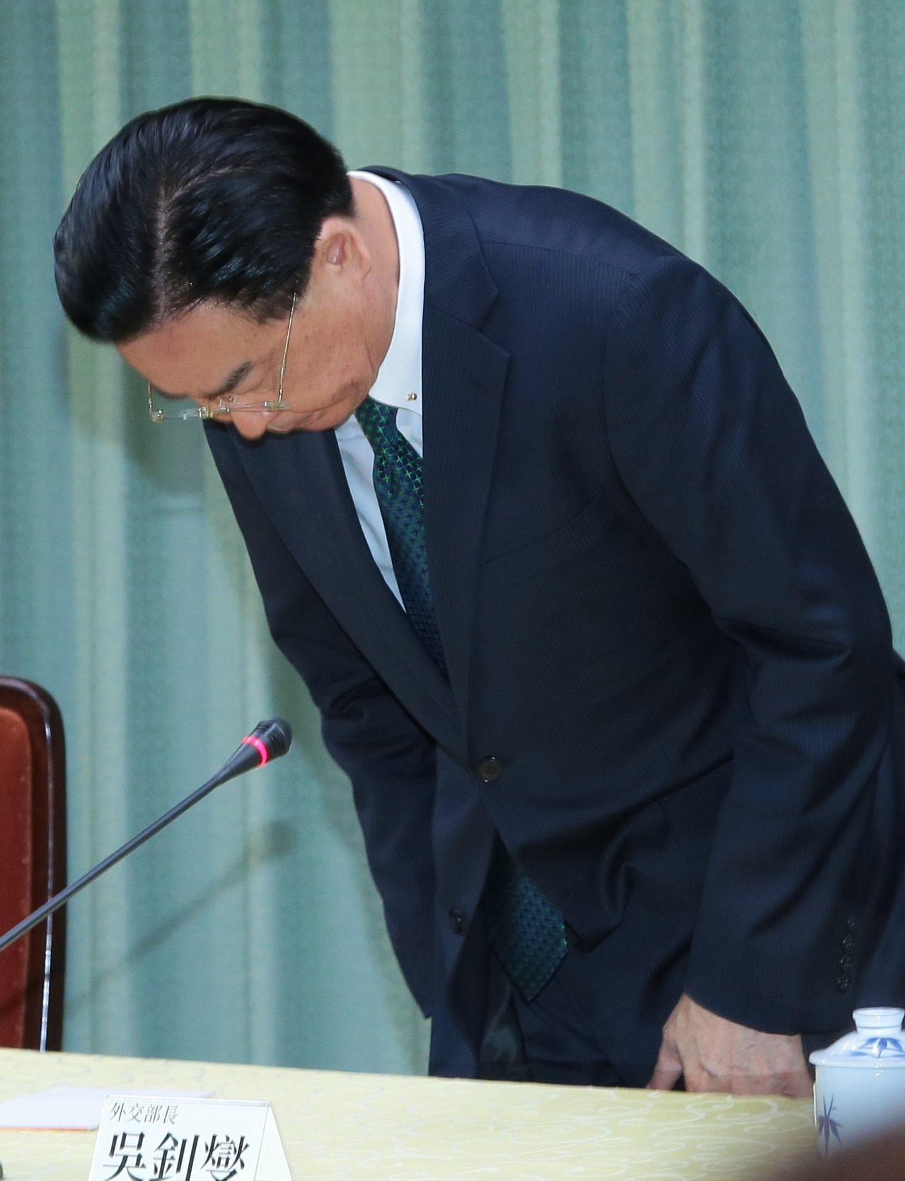 外交部昨天宣布我國與薩爾瓦多終止外交關係,外交部長吳釗燮表示,薩爾瓦多不但要求我...