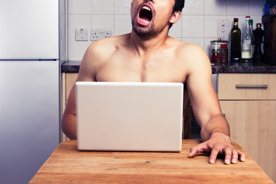 暑期網路詐騙多,上網應小心桃色陷阱。 圖/ingimage
