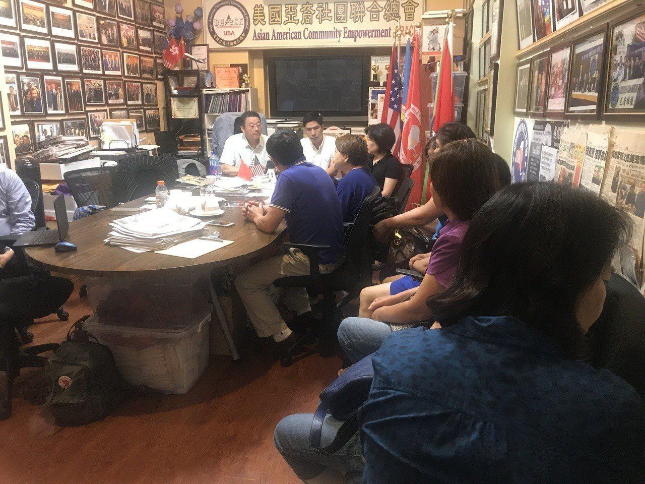 十多位中國溫州籍民眾21日前往美國亞裔社團聯合總會求助,表示日前參與一名中國溫州...