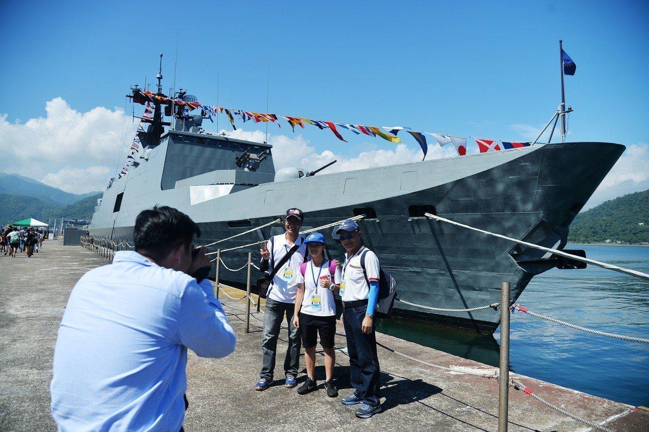 海軍司令部25日將在宜蘭蘇澳海軍中正基地舉辦「107年國防知性之旅-營區開放活動...