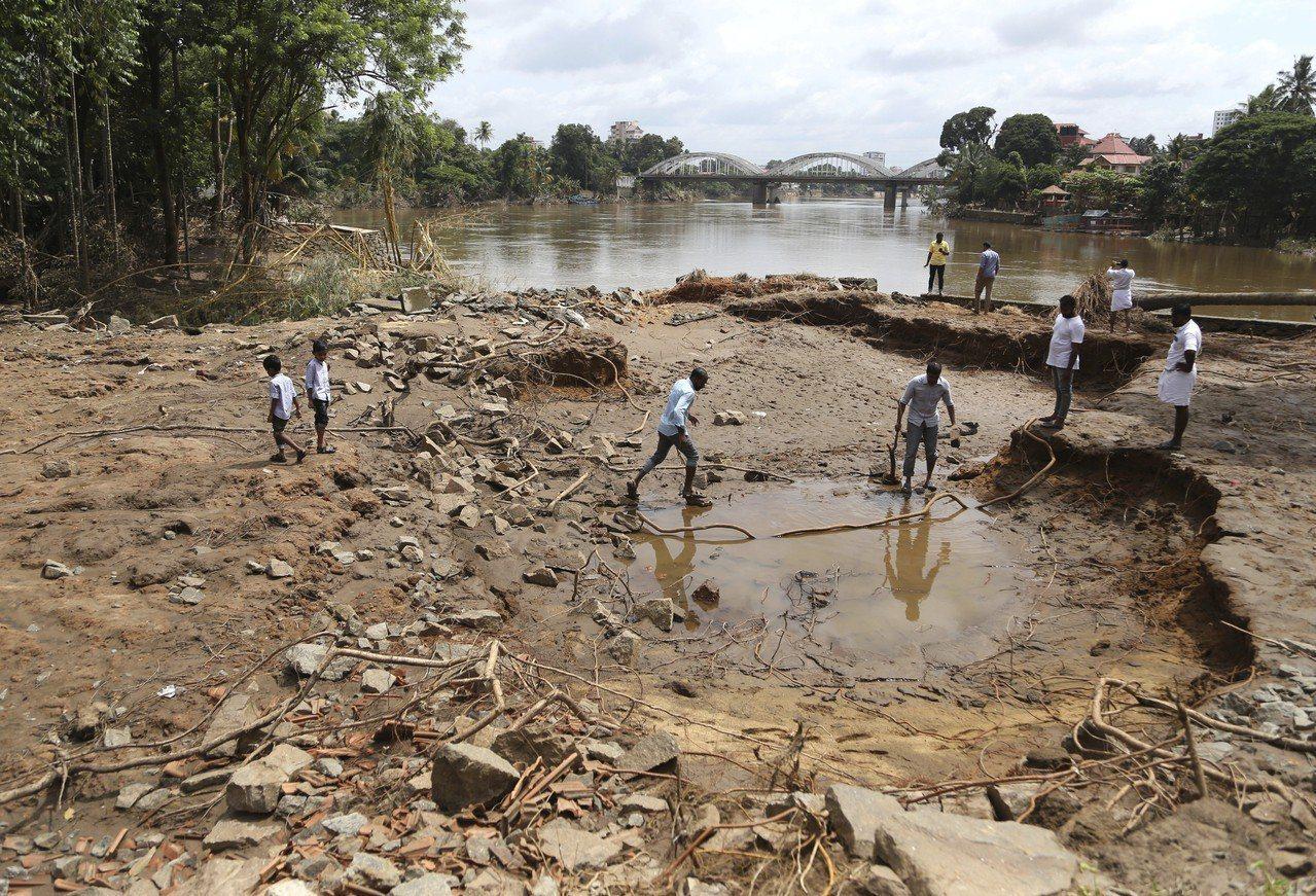 南亞地區今年來雨季暴風雨累計已奪走超過1200條人命,其中印度南部克勒拉省(Ke...