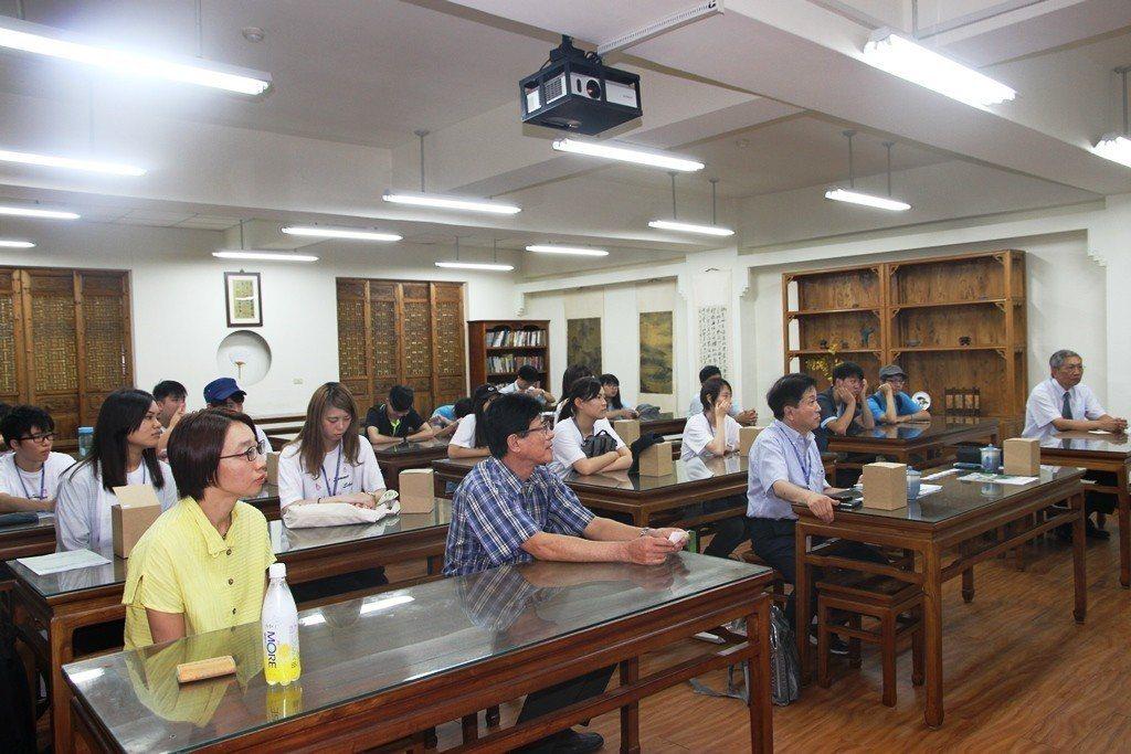 日本京都醫療科技大學參加元培暑期華語研習營開幕式。 元培/提供