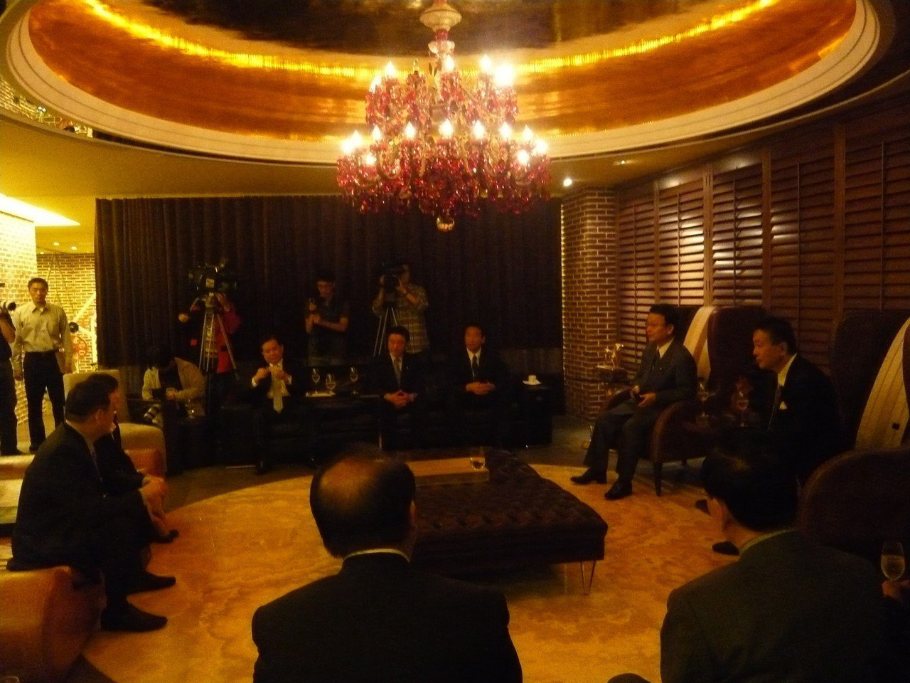 王文洋因為宴請日本民主黨議員,斥資3.6億元買下的御之苑豪宅因此曝光。記者陳曼儂...