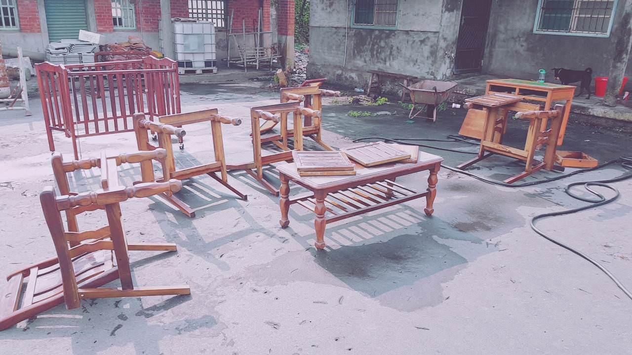 網友整理家中祖厝時發現各種老家具。圖擷自PTT