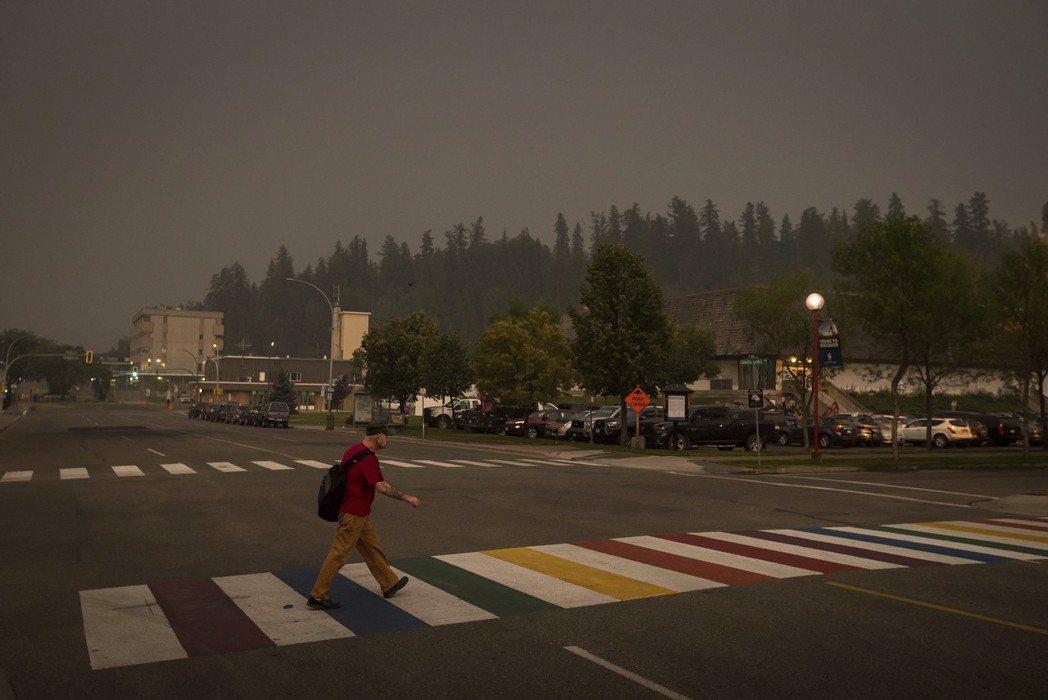 加拿大從本月7日開始陸續出現的森林火災持續延燒,一直到17日仍有逾550處的林火...