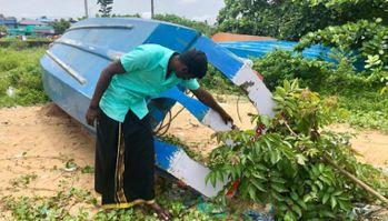 漁夫們將船隻充當救生艇,一心救人。圖擷自CNN