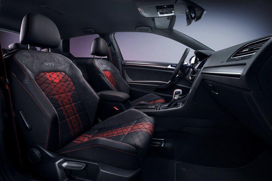 GTI經典的格紋座椅在TCR版本上更加精緻。 摘自Volkswagen