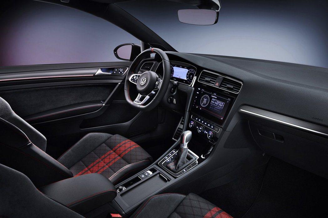 Golf GTI TCR內裝也是戰鬥氣息十足。 摘自Volkswagen