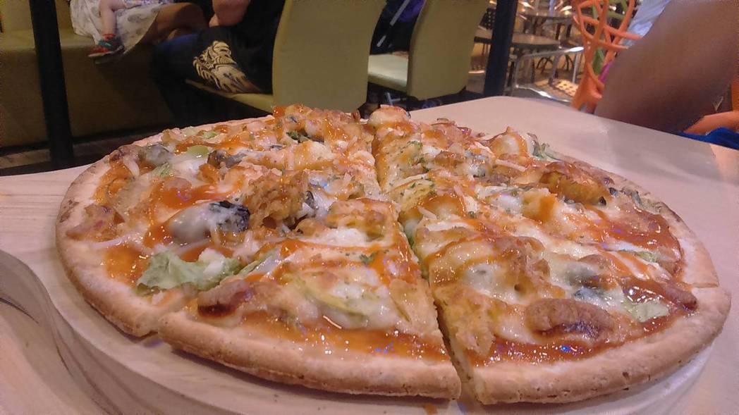 蚵仔煎披薩。 圖片來源/Dcard