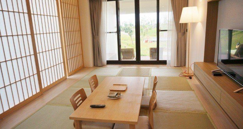 Villa一樓的大和室,白天在此喝茶看電視,晚上可以直接躺平睡覺。 徐谷楨/攝影