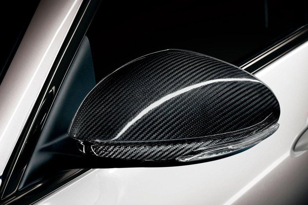 Alfa Romeo Giulia Quadrifoglio Carbonio Edition換上碳纖維後視鏡外蓋。 摘自Alfa Romeo Australia