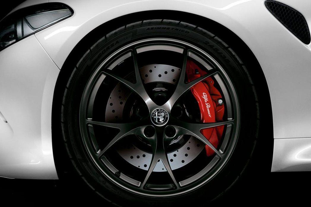 Alfa Romeo Giulia Quadrifoglio Carbonio Edition搭載19吋鋁圈。 摘自Alfa Romeo Australia