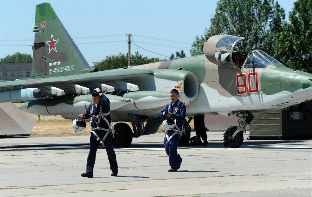 俄羅斯積極與西亞國家示好,並扮演平衝手的角色,積極介入這些國家之間的紛爭。除了保...