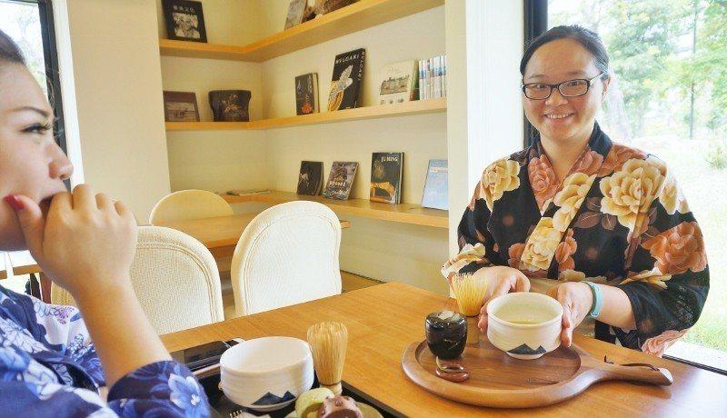 旅客可體驗現做日式抹茶,搭配甜點享用。