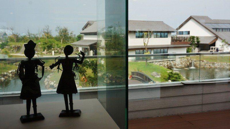 園區內有一棟美術樓,有藝文展覽空間以及老闆自家的工藝收藏品。 徐谷楨/攝影