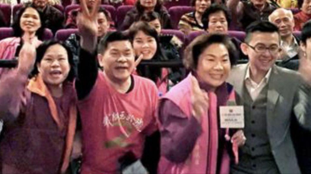 台中市議員林碧秀(右二)與藝人澎恰恰感情好。 圖/取自林碧秀臉書