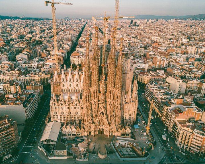 -延伸區中最為著名的建築應該就是聖家堂了。 圖/背包客棧