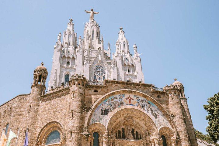 -Tibidabo山上的教堂,上方的平台也是除了遊樂園外,眺望市景的好地方。 圖...