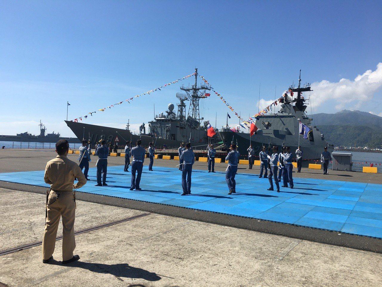 海軍將於本週六在宜蘭蘇澳海軍中正基地舉行營區開放活動,上午舉行預校。記者洪哲政/...