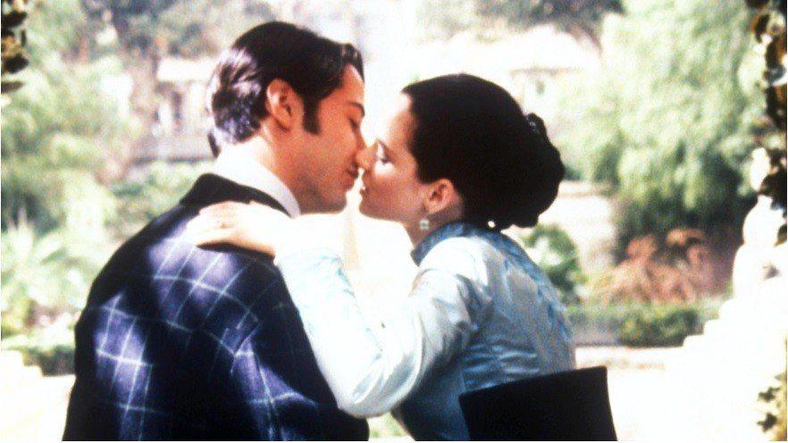 基努李維與薇諾娜瑞德傳在拍「吸血鬼」時,已經真的結婚了。圖/摘自Dlisted