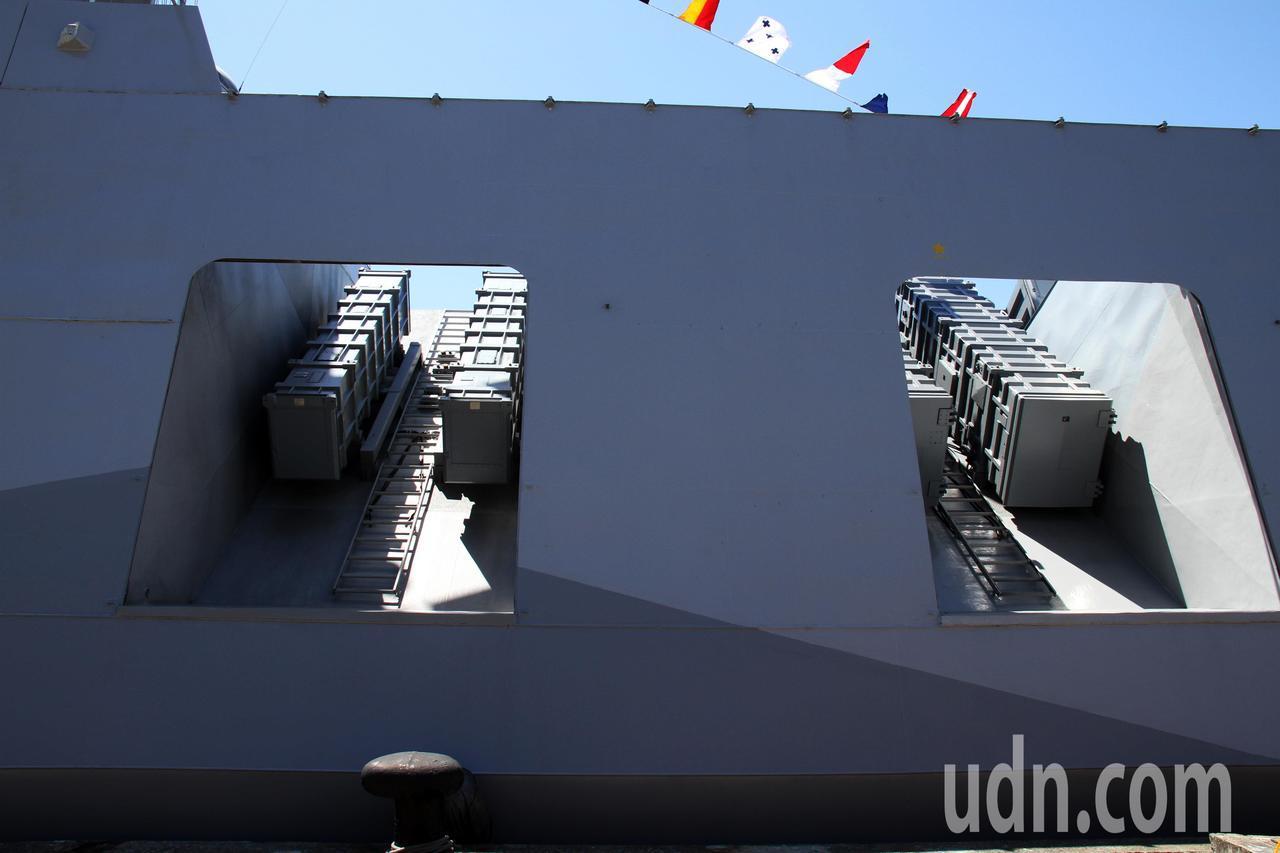 海軍本周六在蘇澳基地舉行營區開放活動,主戰艦艇雲集屆時開放民眾登艦參觀,沱江級飛...