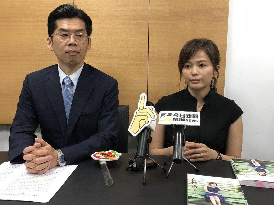 陳施羽(右)在蘇家宏律師陪同下舉辦記者會。記者林士傑/攝影