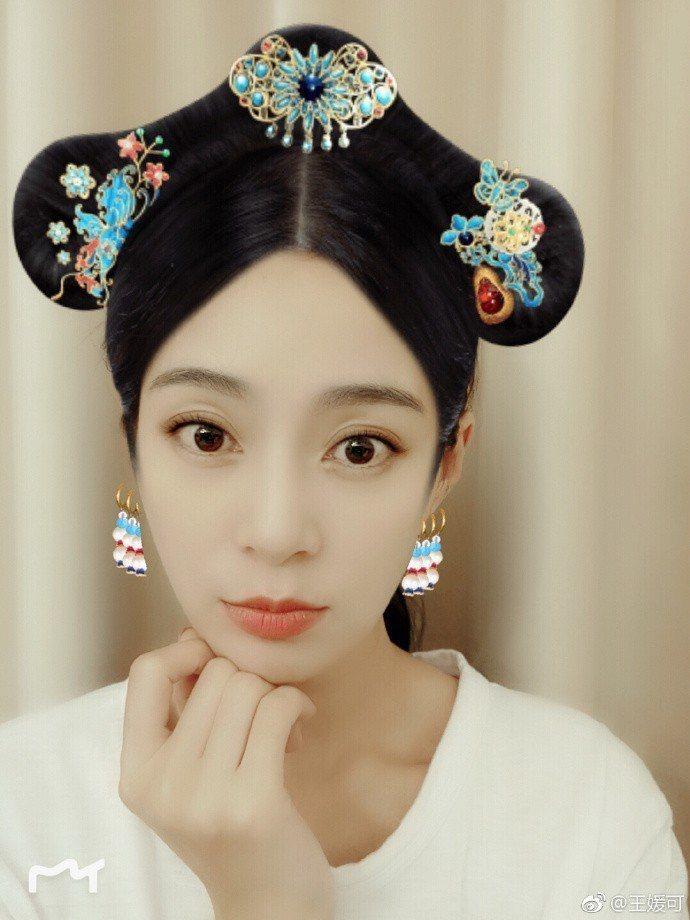 《延禧攻略》劇中飾演純妃的王媛可在微博大玩AR清宮造型。圖/摘自王媛可微博