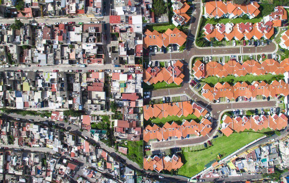 「不平等景象」創辦人米勒自美國移居南非後,深受貧民窟與豪宅區僅有一線之隔的震撼,...