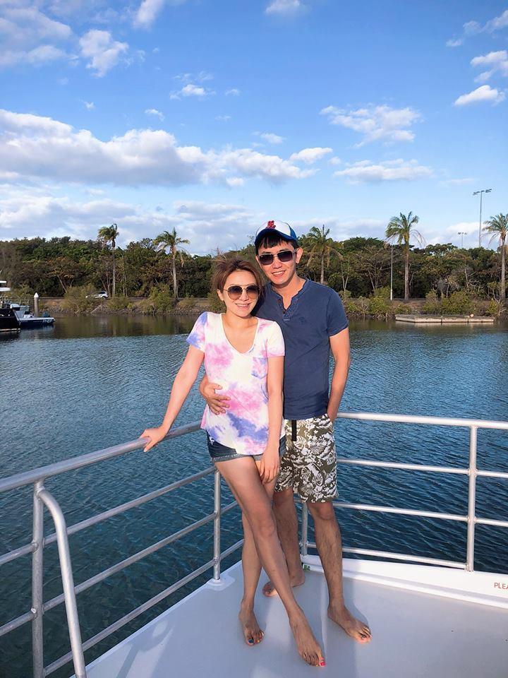 李佩甄(左)和老公一起赴澳洲度假。圖/李佩甄臉書