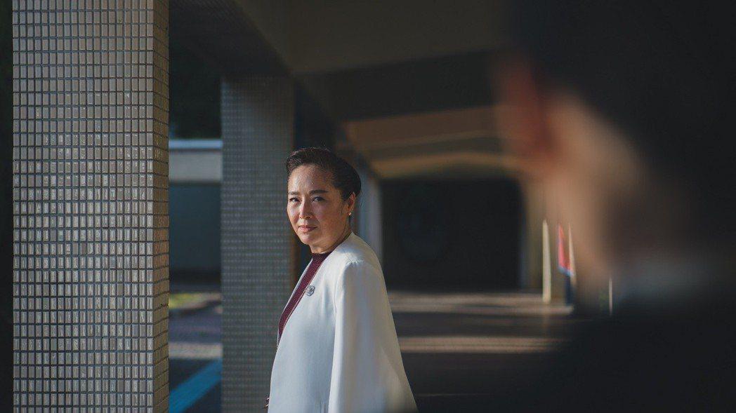 恬妞演技精湛,獲「藍色項圈」導演、演員們推崇。圖/威視提供