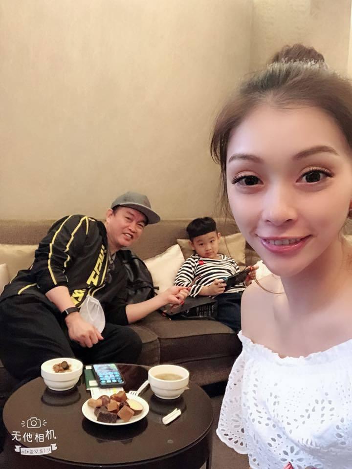 康康(左)和老婆喜迎家庭第4個成員。圖/康康臉書