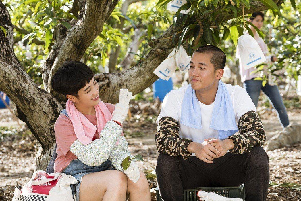 梁舒涵(左)與梁瀚名在「女兵日記」中的感情發展受到戲迷關注。圖/TVBS提供