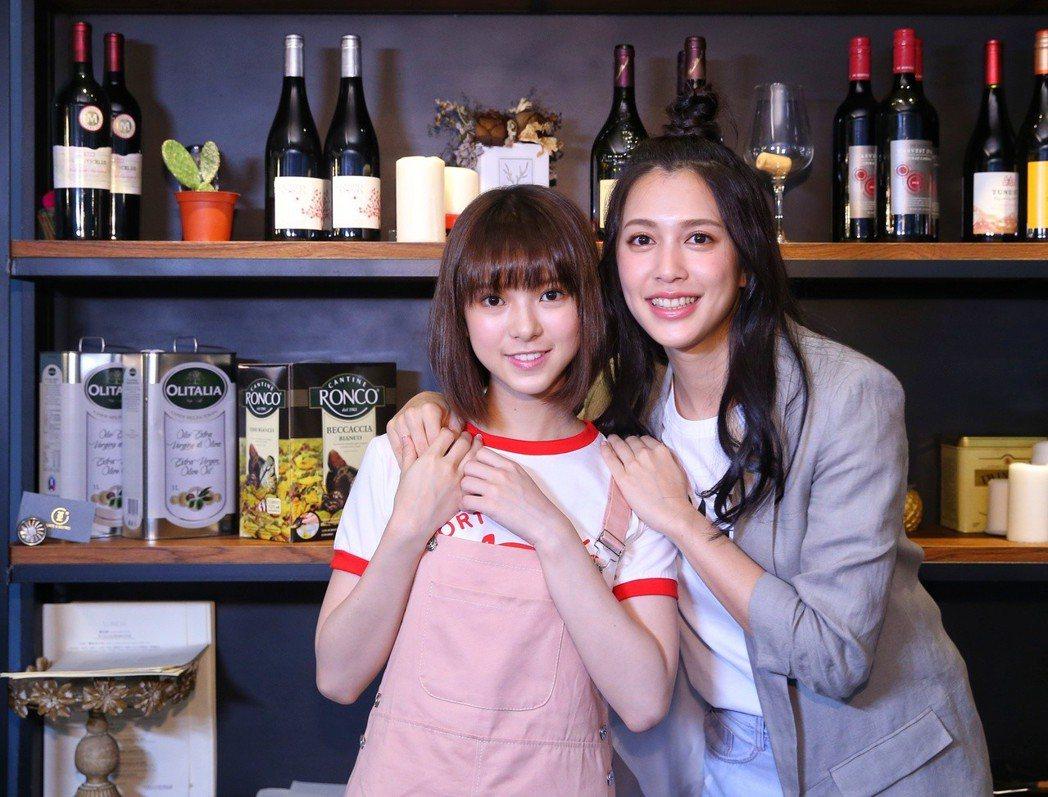 項婕如(左)和劉奕兒在片中PK,戲外感情好。記者鄭清元/攝影