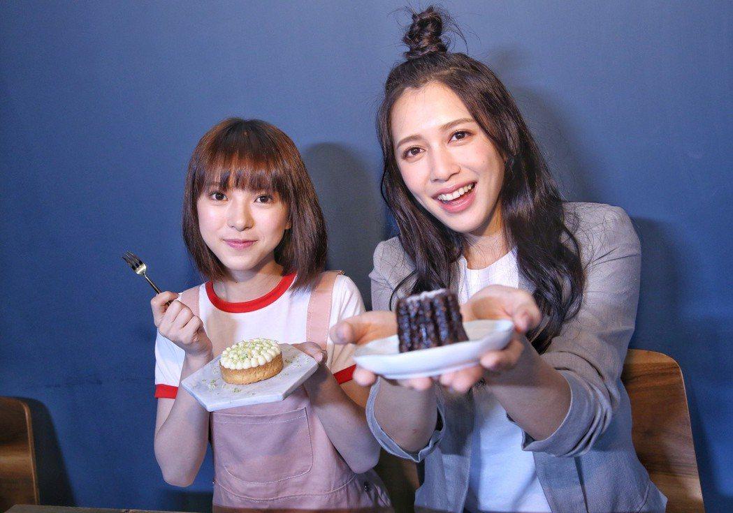 項婕如(左)和劉奕兒到蔡昌憲的甜點店大吃甜食。記者鄭清元/攝影