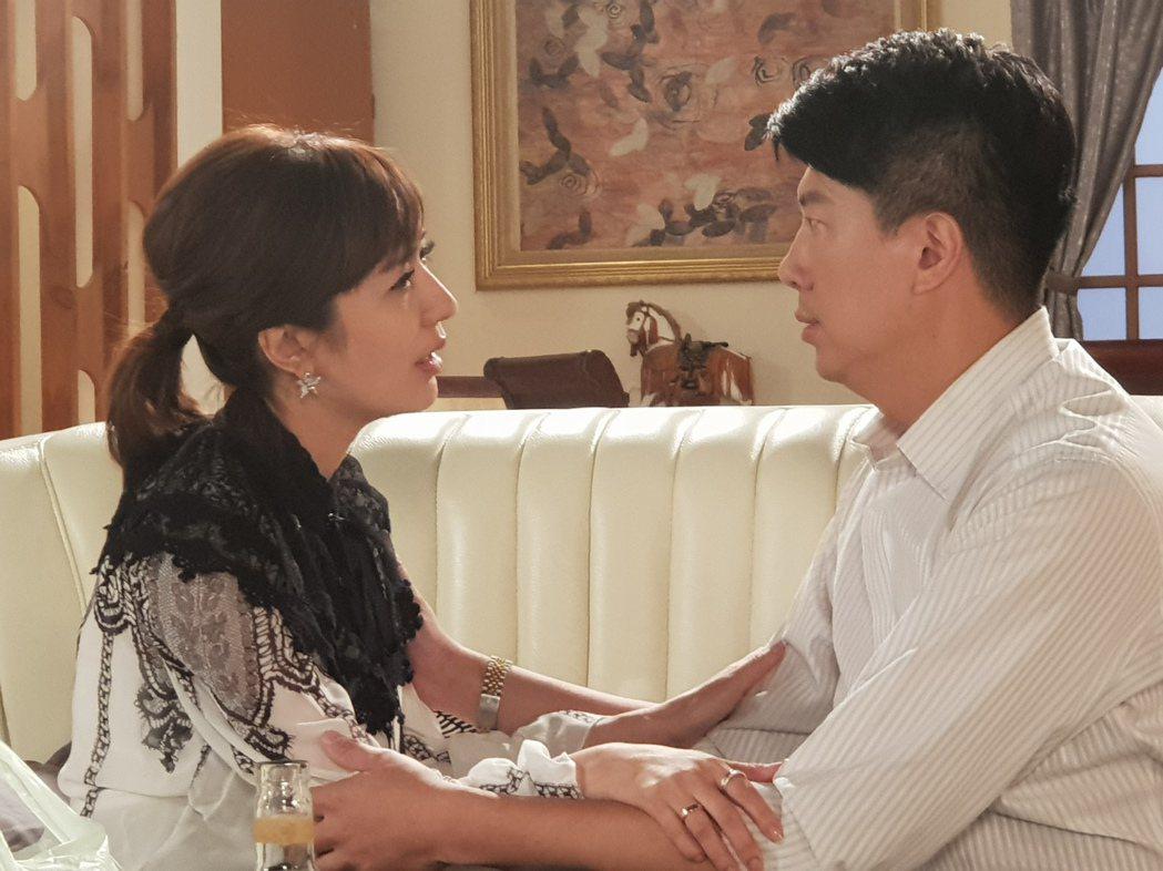 吳皓昇(右)和羅巧倫上演激吻戲碼。圖/民視提供