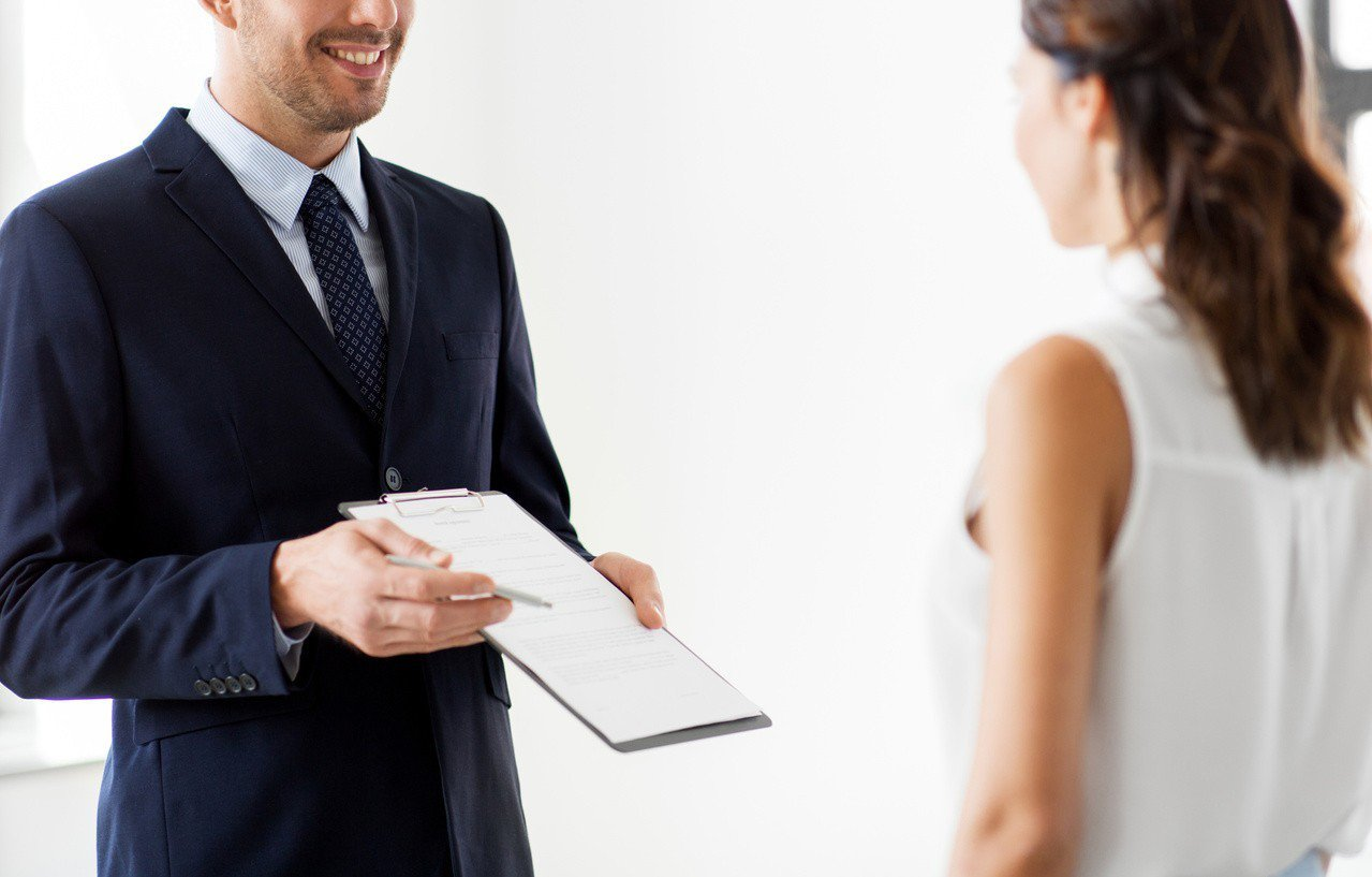 一名房仲帶女客看房,兩人情不自禁在屋內發生關係。 圖/ingimage