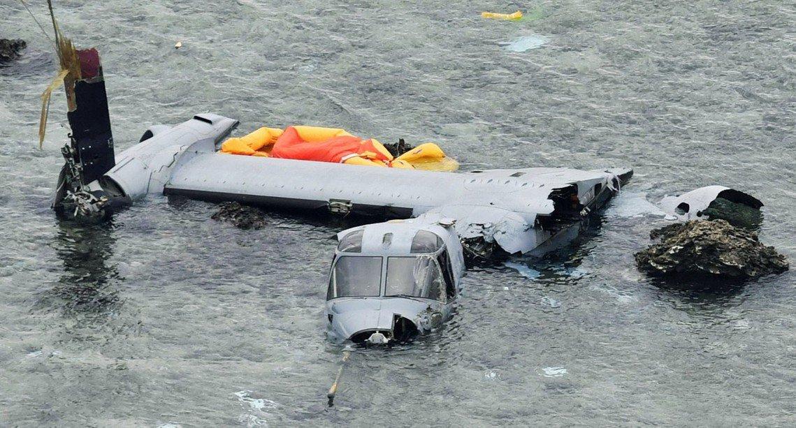 圖為2016年在沖繩縣名護市外海墜毀的MV-22魚鷹式。 圖/美聯社
