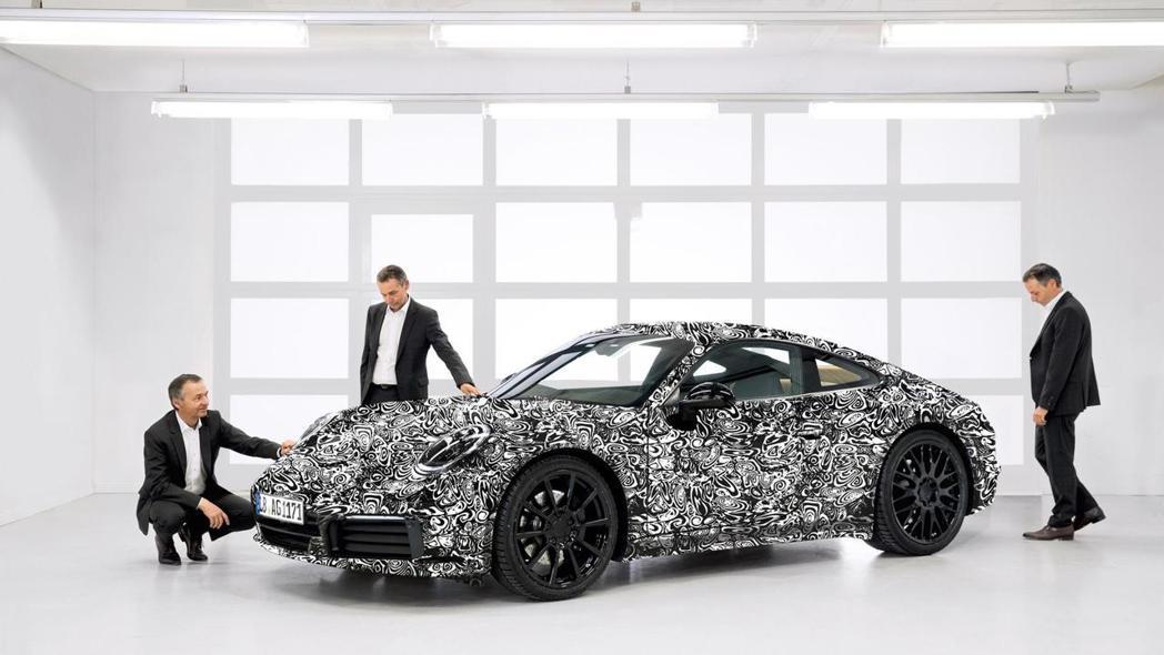 Porsche公佈首張新一代 911(992)照片。圖/Porsche提供 陳威任