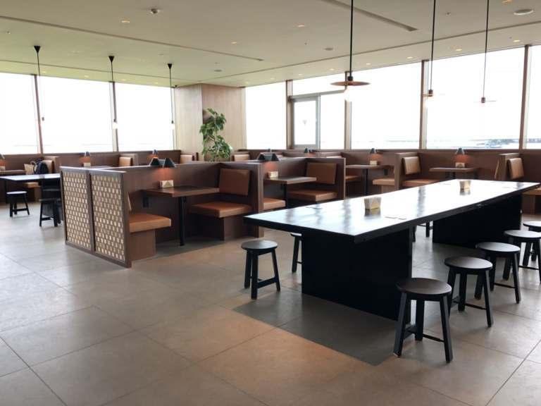 這裡是用餐區,風格跟其他國泰航空貴賓室都很接近 圖文來自於:TripPlus