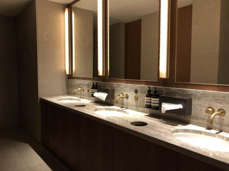 洗手間就真的感覺回到香港機場了,根本一模一樣的複製過來了。不過這裡好像沒有洗澡的...