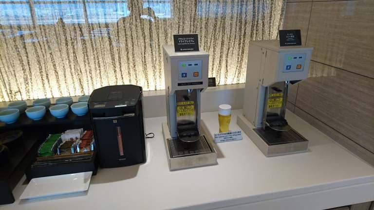 在日本境內的貴賓室,啤酒機一定是基本配備了 圖文來自於:TripPlus ※...