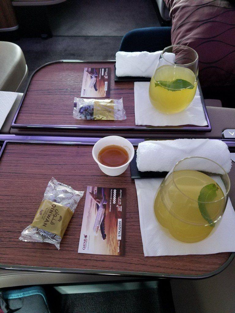 上飛機後先來個迎賓果汁與熱毛巾,還有免費無線網路使用券 圖文來自於:TripPl...